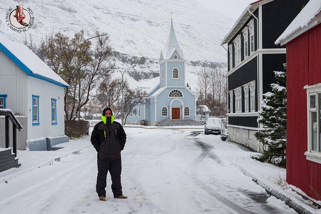 ring road islandia dia 4-7 Seydisfjordur iglesia retrato