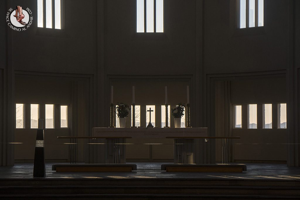 visitar reikiavik 1 dia iglesia Hallgrimskirkja altar