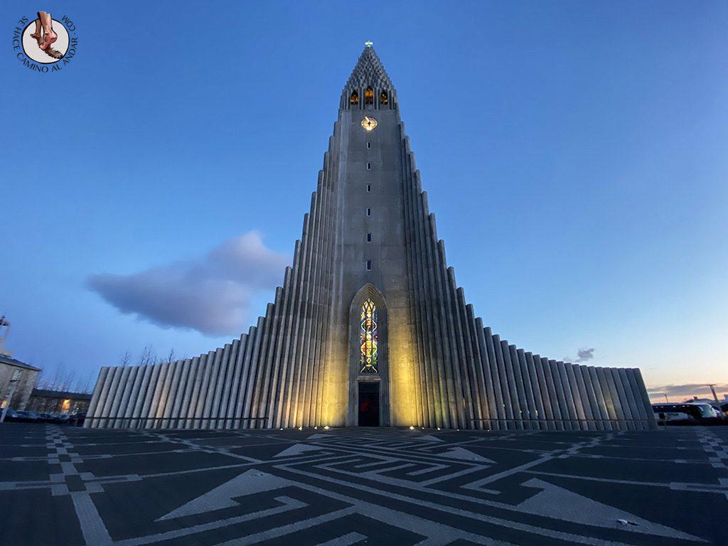 visitar reikiavik 1 dia iglesia Hallgrimskirkja atardecer