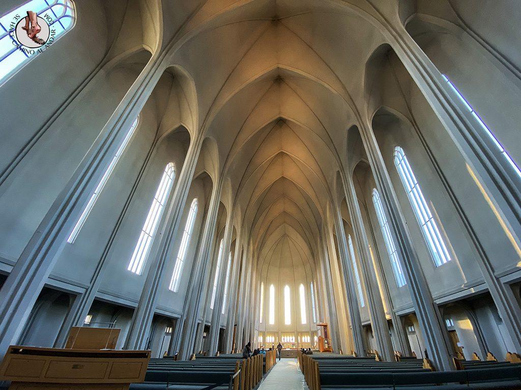 visitar reikiavik 1 dia iglesia Hallgrimskirkja interior