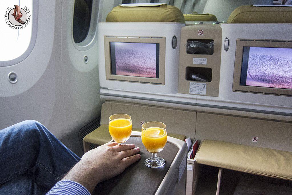 zumo de naranja business class boing 787
